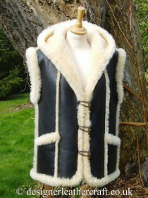 Shortwool Sheepskin Gilet with a Hood and Pockets